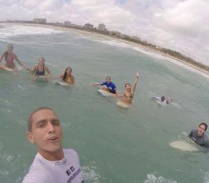Professor Thiago Miranda, da escolinha de surf PF Surf School FOTO: Reprodução/Instagram